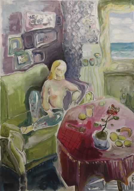 kvinde ved bord